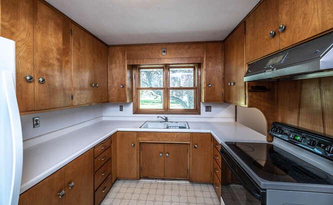 39500 20th Ave Dennison MN-small-019-037-Kitchen-666x410-72dpi