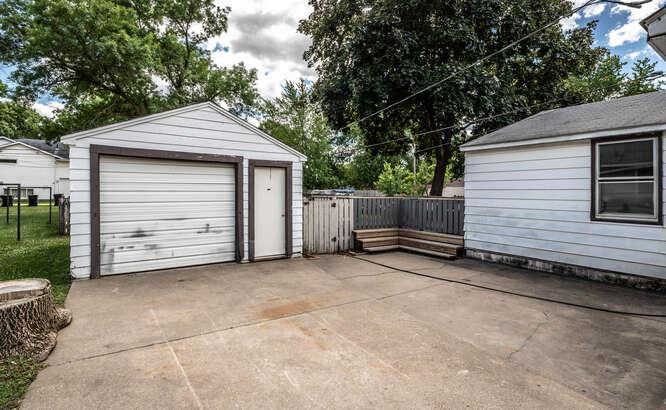 514 Pine St Farmington MN-small-003-022-Garage-666x411-72dpi