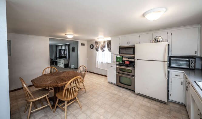 514 Pine St Farmington MN-small-014-024-Kitchen-666x393-72dpi