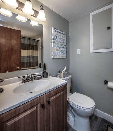 514 Pine St Farmington MN-small-017-018-Bathroom-367x500-72dpi