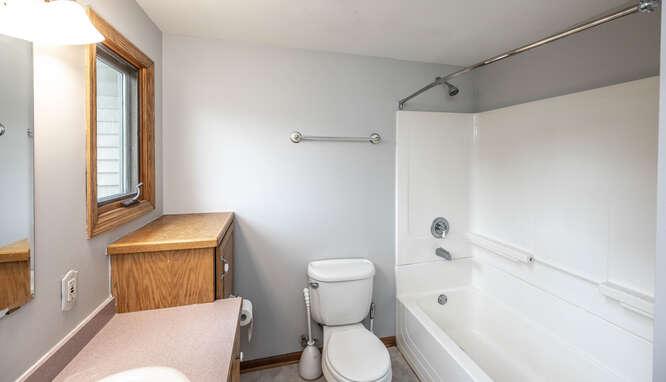 4625 280th St W Northfield MN-small-024-064-Bathroom Upper Unit-666x383-72dpi