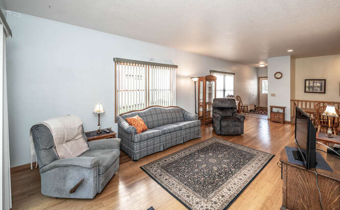 908 St Lawrence Dr Northfield-small-022-005-Living Room-666x412-72dpi