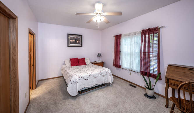 908 St Lawrence Dr Northfield-small-023-024-Primary Bedroom Ensuite-666x391-72dpi
