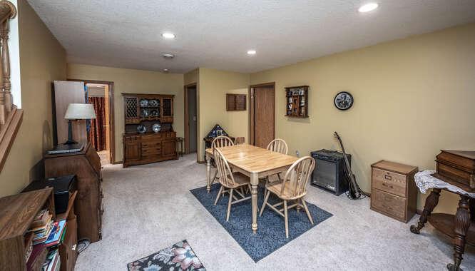 908 St Lawrence Dr Northfield-small-028-011-Family Room-666x380-72dpi