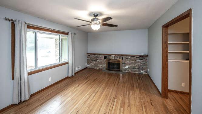 128 Pinewood Cir Apple Valley-small-011-015-Living Room-666x377-72dpi