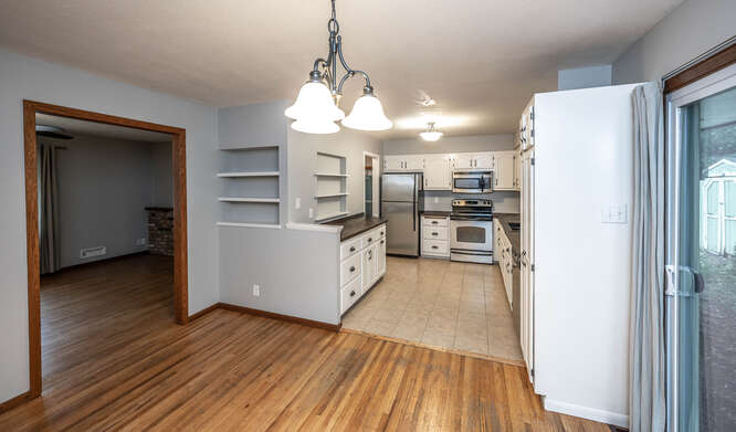 128 Pinewood Cir Apple Valley-small-014-010-Dining RoomKitchen-666x391-72dpi